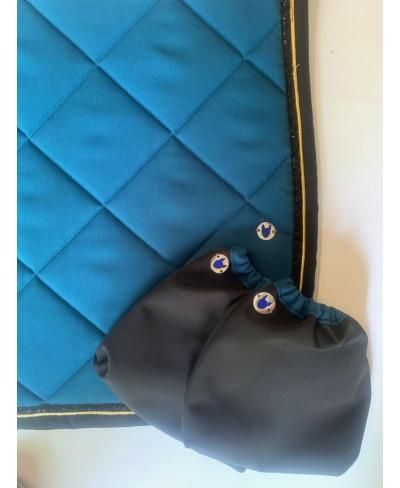 Bonnet court noir et bleu
